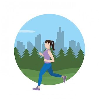 Fit femme faisant de l'exercice