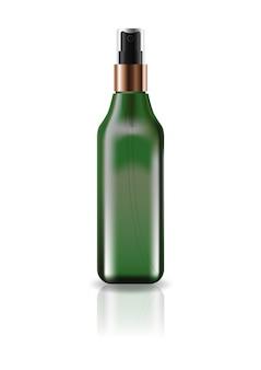 Flacon carré cosmétique vert vierge avec tête de pulvérisation pressée.
