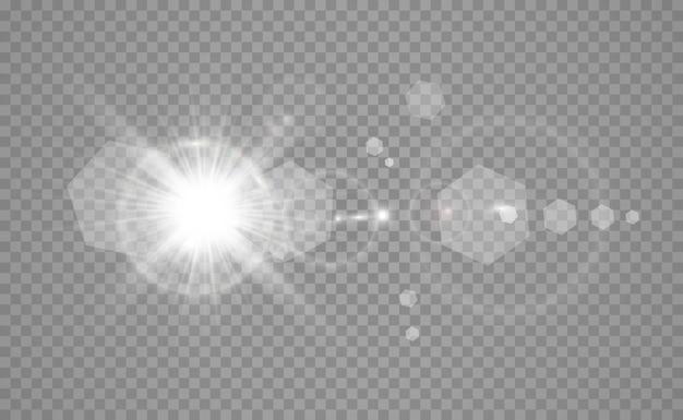 Flash d'objectif spécial, effet lumineux. le flash fait clignoter les rayons et le projecteur. illust.lumière rougeoyante blanche. belle étoile lumière des rayons. le soleil est rétroéclairé. belle étoile brillante. lumière du soleil. éblouissement.