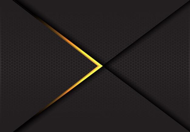 Flèche dorée sur fond de luxe maille hexagone sombre.