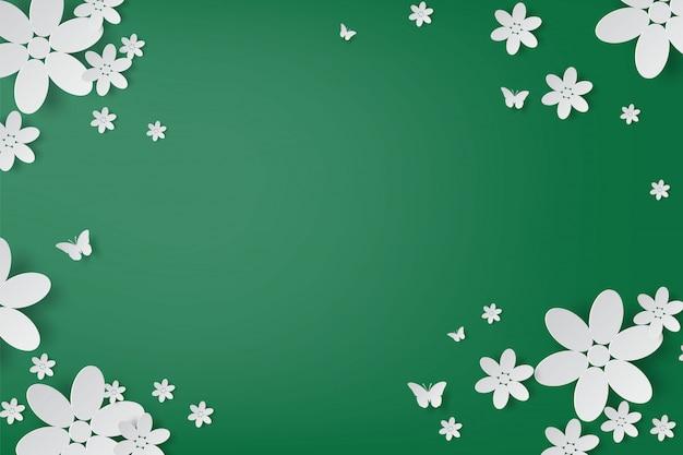 Fleurs blanches élégantes et artisanat papillon réaliste sur fond vert.