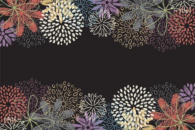 Fleurs colorées dessinées à la main sur fond de tableau noir