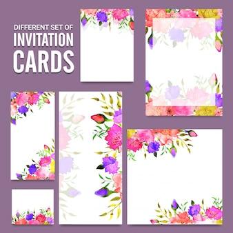 Les fleurs colorées ont décoré des cartes d'invitation.