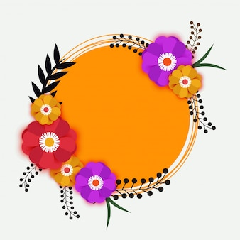 Fleurs en papier coloré sur cadre jaune circulaire.