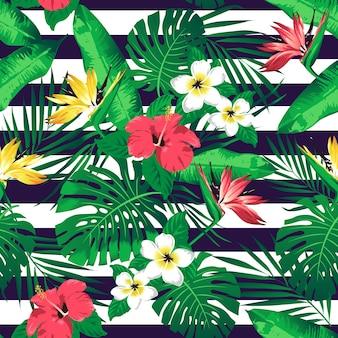 Fleurs tropicales et feuilles sur fond rayé. sans couture. vecteur.