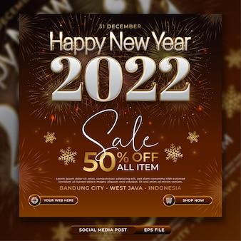 Flyer promotionnel de vente de nouvel an ou modèle de publication instagram avec fond de feux d'artifice