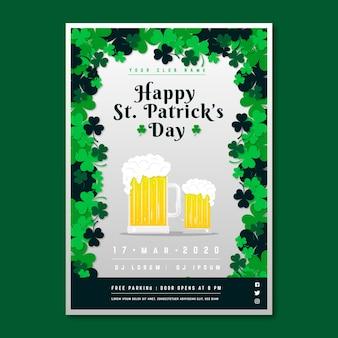 Flyer de la saint-patrick avec des bières blondes pâles