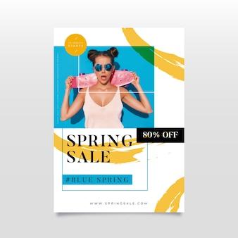 Flyer de vente de printemps design plat