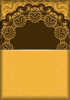 Flyer de voeux en jaune avec des ornements bruns grecs préparés pour la typographie.