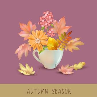 Fond d'automne avec une tasse pleine de feuilles et de fleurs d'automne