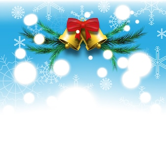 Fond bleu du festival de noël et du nouvel an avec des flocons de neige blancs cloches dorées, arc rouge et feuilles de pin vert