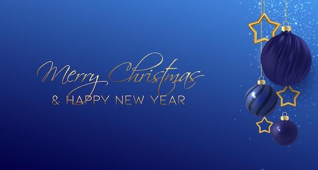 Fond bleu nuit de noël minimal avec des boules de noël décoratives et des étoiles d'or