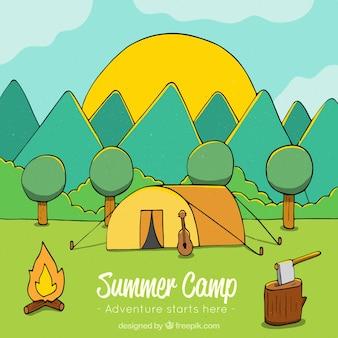 Fond de camp d'été dessiné main avec tente et montagnes