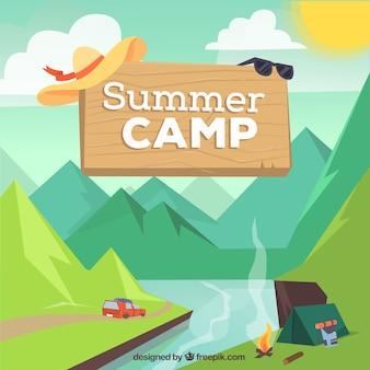 Fond de camp d'été avec tente et montagnes