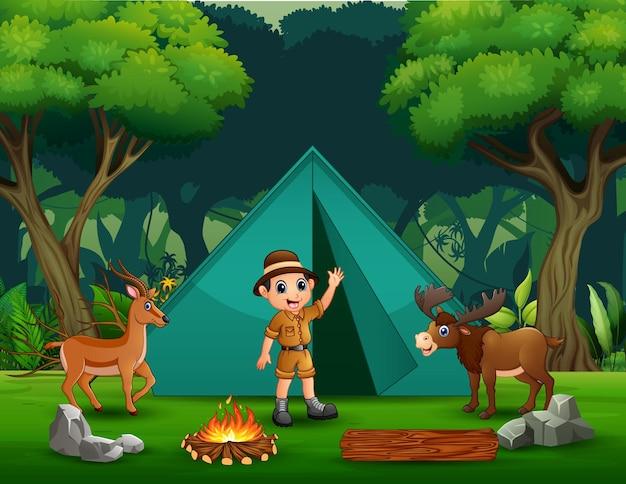 Fond de camping avec un garçon de safari et des cerfs
