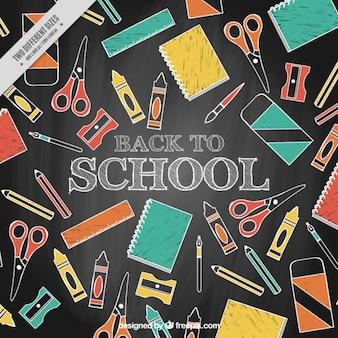 Fond chalkboard avec des matériaux dessinés à la main