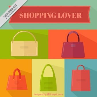 Fond coloré avec les sacs à main de la femme