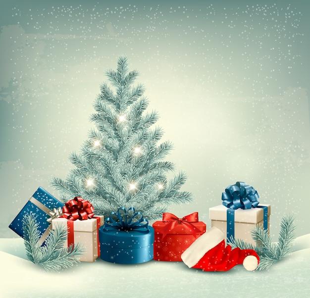 Fond d'hiver d'arbre de noël avec des cadeaux et bonnet de noel.