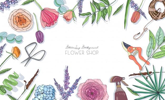 Fond horizontal avec des fleurs pour la publicité, magasin de fleurs, salon. composition dessinée à la main avec place pour le texte.