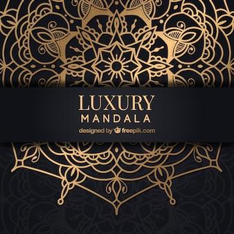 Fond de mandala d'or avec un style luxueux