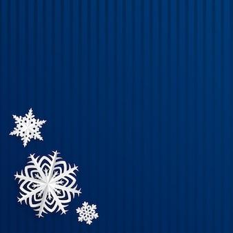 Fond de noël avec des flocons de neige découpés dans du papier sur des rayures bleues