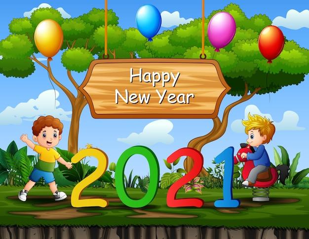 Fond de nouvel an avec des enfants jouant sur la nature