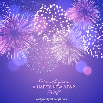 Fond de nouvel an avec feux d'artifice violets