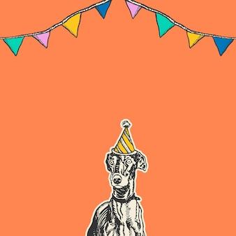Fond orange mignon d'anniversaire avec le chien de lévrier de cru dans le chapeau de cône de partie
