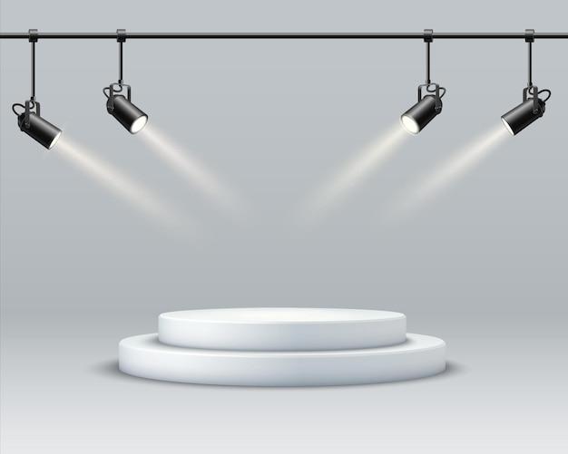 Fond de podium abstrait. un intérieur réaliste et lumineux avec un podium rond et des spots. scène de démonstration et de promotion des produits. symbole de leadership et d'excellence