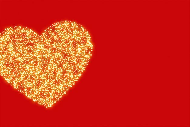 Fond rouge avec coeur de paillettes dorées