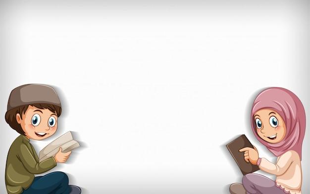 Fond uni avec garçon musulman et livre de lecture fille