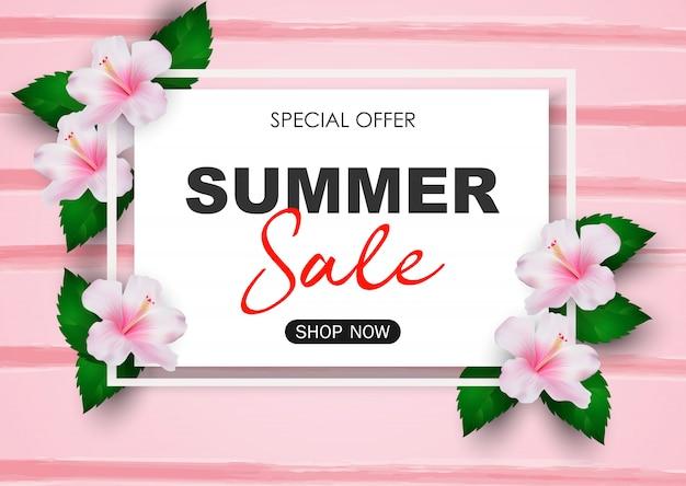 Fond de vente d'été avec des fleurs tropicales