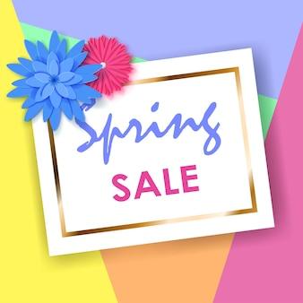 Fond de vente de printemps de rectangle blanc avec bande dorée et fleurs en papier de couleur