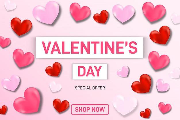 Fond de vente de la saint-valentin composition romantique avec des coeurs. étiquettes de vente coeur saint-valentin.