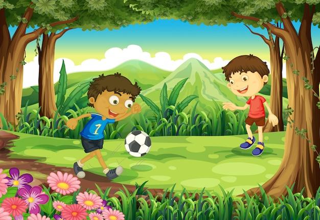 Une forêt avec deux garçons jouant au football