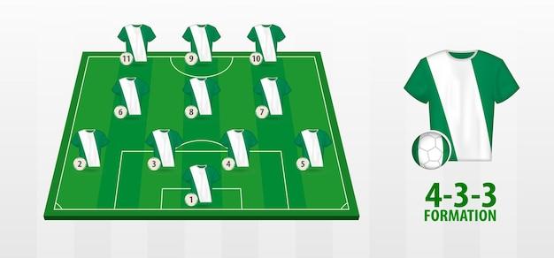 Formation de l'équipe nationale de football du nigeria sur le terrain de football.
