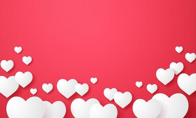 Forme de coeur blanc flottant sur fond rouge dans un style art papier avec espace vide