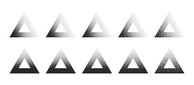 Formes abstraites de dotwork dessinées à la main de cadre de triangle pointillé définies dans différentes variations isolées sur le fond blanc. collection d'éléments de conception triangulaire en pointillés à divers degrés de bruit noir