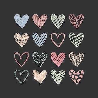 Formes de coeur de gribouillis dessinés à la main multicolores clip art doodle