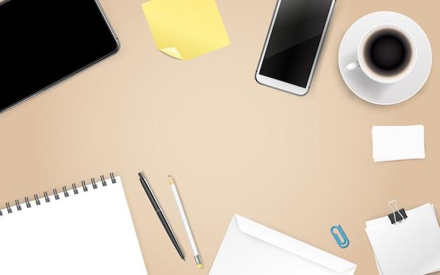Fournitures de bureau. différentes affaires sur une table en bois. modèle pour un texte
