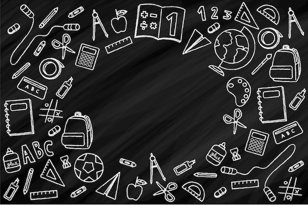 Fournitures scolaires sur tableau noir
