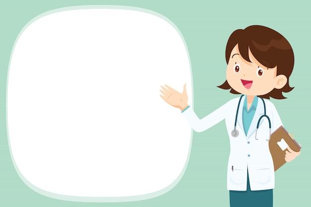 Freemale doctor présente avec un espace vide