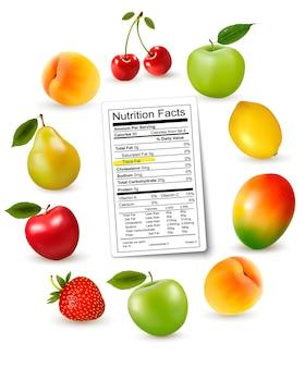 Fruits frais avec une étiquette de valeur nutritive,