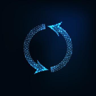 Futuriste rougeoyant polygonale rond symbole de recyclage isolé sur fond bleu foncé