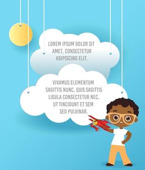 Garçon afro-américain avec des lunettes et avion en jouet. garçon jouant avec un avion.