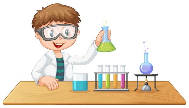 Un garçon en classe de chimie