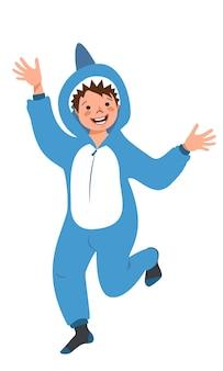 Garçon en costume de carnaval de requin enfants pyjama party kid portant des combinaisons ou un kigurumi isolé sur wh...