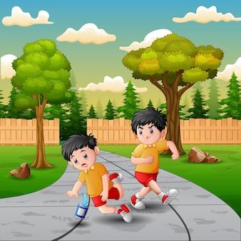 Garçon de dessin animé donnant des coups de pied à d'autres enfants et tomber
