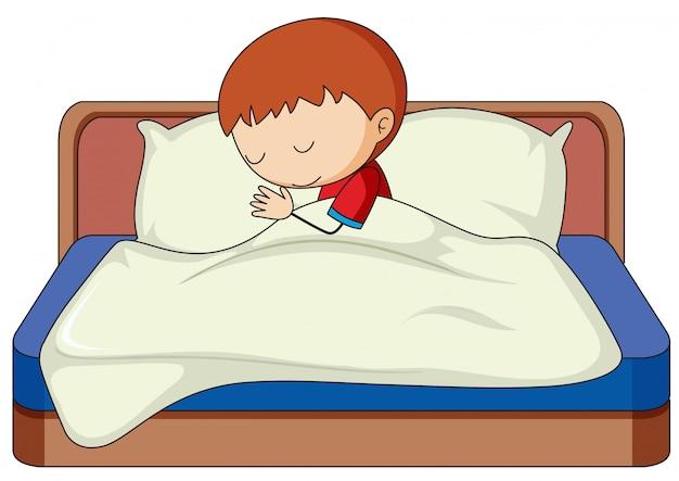 Un garçon dort sur le lit