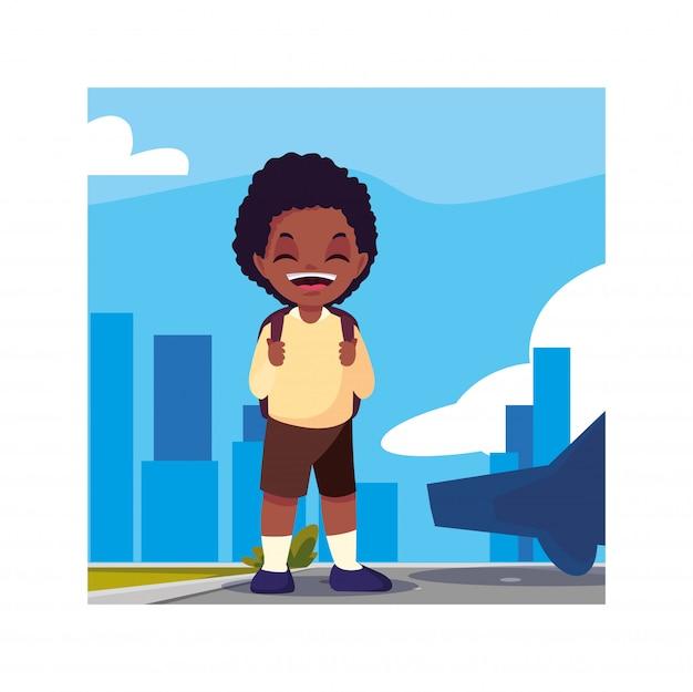 Garçon étudiant avec valise scolaire, retour à l'école